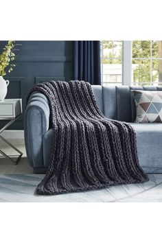 Grey Throw Blanket, Chunky Knit Throw, Chunky Wool, Trendy Furniture, Bed Runner, Knitted Throws, Cozy Blankets, Fashion Room, Bed Sizes