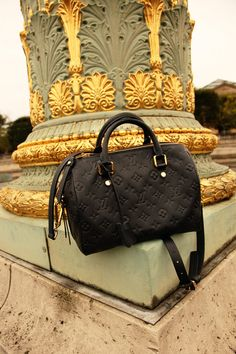Leather Louis Vuitton embossed bag in black