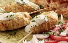 Υπέροχα κεμπάπ κοτόπουλου με δροσερή, λιτή και σπιρτόζικη σάλτσα γιαουρτιού. Συνοδέψτε τα με ζεστές και ροδοψημένες πίτες για σουβλάκια και μια χωριάτικη ν Greek Recipes, Desert Recipes, Kebab, Baked Potato, Mashed Potatoes, Sausage, Deserts, Food And Drink, Turkey