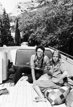 my love/hate for paul mccartney is pure linda mccartney is my queen and i also like those other three guys Paul Mccartney Beatles, Paul Mccartney And Wings, Tom Selleck Movies, Linda Eastman, Wings Band, Kinds Of Dance, Sir Paul, Great Love Stories, The Fab Four