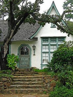 I love this style cottage Little Cottages, Small Cottages, Cottages By The Sea, Cabins And Cottages, Small Cottage House Plans, Small Cottage Homes, Small Homes, Style Cottage, Cute Cottage