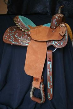This Alamo Saddlery barrel racing saddle has turquoise details with floral tooling. Barrel Racing Saddles, Barrel Saddle, Barrel Racing Horses, Horse Saddles, Horse Halters, Equestrian Boots, Equestrian Outfits, Equestrian Style, Equestrian Fashion