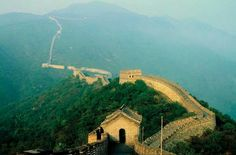 The Great Wall of China is the greatest wonder of the world. The great wall winds up and down tourist attractions in china you have enjoyed it with of Worldwide travel. China Travel Guide, China Image, Photo Mural, Great Wall Of China, China Wall, Seven Wonders, Beautiful Places To Visit, Ultimate Travel, Holiday Destinations