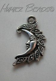 01216 Hanger maan met gezicht Tibetaans zilver 27mmx15mm 3 stuks