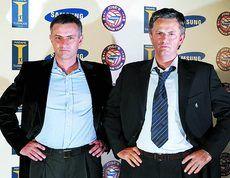 Jose Mourinho es fotografiado junto a su reproducción en el Museo de cera Madame Tussauds de Londres, cuando era entrenador del Chelsea.