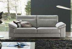 Relájate en este sofá en tela clara Love Seat, Couch, Html, Furniture, Home Decor, Ideas, Modern Design, Interiors, Homemade Home Decor