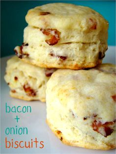 Bacon and Onion Biscuits.drool-worthy :) Bacon and Onion Biscuits. Biscuit Bread, Biscuit Recipe, Cheese Biscuits, Savoury Biscuits, Cheddar Biscuits, Breakfast Biscuits, Breakfast Sandwiches, Cheddar Cheese, Great Recipes