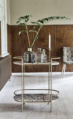 Køb Nordal JUNGLE ovalt sidebord - - antik guld her. Casa Art Deco, Magical Home, Bar Cart Styling, Decoration Inspiration, Piece A Vivre, Inspired Homes, Kitchen Decor, Furniture Design, Sweet Home