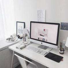 """DEAR MAISON on Instagram: """"드디어 마련한 아이맥ㅠㅠ 눙물이 나려고 한다. 열심히 일해서 사무실 컴퓨터 다 바꾸는 그날까지…"""