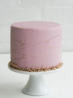 Pink and Gold Baby Shower Cakes Rosa und Goldbabyparty-Kuchen Pretty Cakes, Beautiful Cakes, Amazing Cakes, Pink Und Gold, Pink Gold Cake, Pink Cakes, Grolet, Sweet 16 Cakes, Birthday Cake Decorating