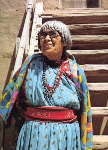 Maria Poveka (Martinez) Native Indian, Native Art, Native American Indians, Native Americans, Indian Art, Southwest Pottery, New Mexico Style, Artist Project, Art And Craft Videos