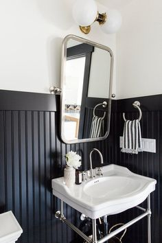 charming powder room featuring black beadboard by Studio McGee Black Wainscoting, Painted Wainscoting, Dining Room Wainscoting, Wainscoting Ideas, Wainscoting Nursery, Beadboard Wainscoting, Painted Walls, White Beadboard, Wainscoting Panels