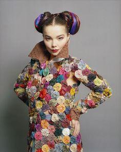 Bjork, by paulo sutch 1993 Jacket Dress, Dress Up, Mode 3d, Yo Yo Quilt, Cycle Chic, Bjork, Quirky Fashion, Fabric Manipulation, Couture