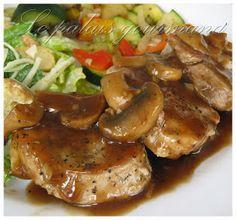 Une autre excellente recette prise chez, Doumdoum se régale , la viande est tendre et la sauce est super. 1 filet de porc, le gras enle... Breaded Pork Chops, Pork Fillet, Pork Recipes, Cooking Recipes, Healthy Recipes, Clean Eating, Healthy Eating, Food To Make, Main Dishes