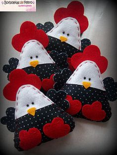 Cute little felt / fabric roosters Felt Diy, Felt Crafts, Fabric Crafts, Sewing Crafts, Diy And Crafts, Crafts For Kids, Felt Christmas Ornaments, Christmas Crafts, Craft Projects