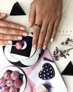 Irina Rain в Instagram: «Выбрасываю белоснежный пазл дзен. Нарушаю собственное равновесие. Миксую краски, настроения, мелодии в голове. Неизвестно, что получится…»