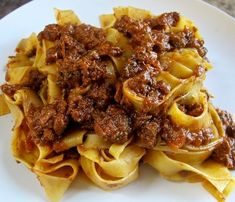 Tagliatelle pasta with beef ragout colle don tomatoes sauce Pasta Al Ragu, Tagliatelle Pasta, Beef Pasta, Gourmet Recipes, Pasta Recipes, New Recipes, Cooking Recipes, Beef Ragout, Gastronomia