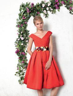 Vestido raso rojo midi escote cruzado cinturón flores