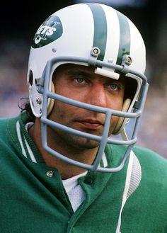 Joe Namath, New York Jets, 1972 - Loved him! Nfl Football Players, Sport Football, Alabama Football, Football Helmets, School Football, Football Cards, Football Uniforms, Football Stuff, Football Baby