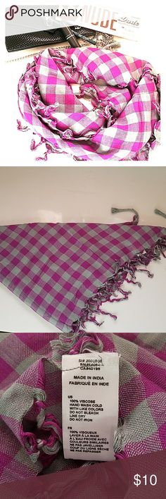 Checkered Grey and Purple Scarf Gently used about 2-3x and in excellent condition for the fall! Accessories Scarves & Wraps