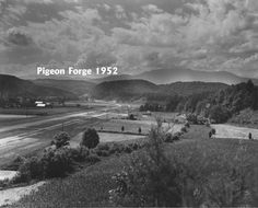 The good old days-Pigeon Forge, TN in 1952 I sure wish it could be like this again! Mary T. Mountains In Tennessee, East Tennessee, Great Smoky Mountains, Appalachian Mountains, Appalachian People, Nc Mountains, Pigeon Forge Tennessee, Gatlinburg Tennessee, Old Pictures
