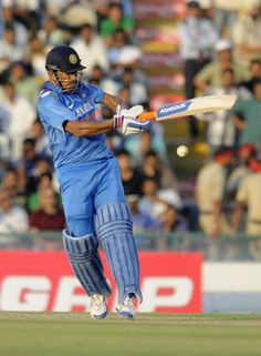 Mahendra Singh Dhoni 139 vs Australia