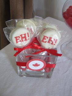 Canada Day Dessert Oreo Pops , great for party favors, eh? Canada Celebrations, Canadian Party, Canada Day Party, Canada Holiday, Happy Canada Day, O Canada, Oreo Pops, Baby Shower Winter, Fourth Of July