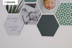 A wall decoration by deJouwe consists of loose shapes. Choose hexagons, squares, circles or letters.