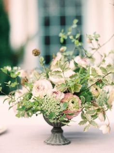 // Floral centerpieces for wedding table settings - Wedding set up inspiration Kent wedding flowers luxury course Jennifer Pinder Wedding Guest Table, Wedding Reception Centerpieces, Wedding Table Flowers, Wedding Flower Arrangements, Floral Centerpieces, Floral Wedding, Wedding Bouquets, Floral Arrangements, Centrepieces