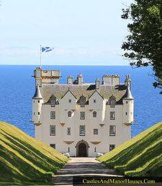 Dunbeath Castle. South of Dunbeath, on the east coast of Caithness, northern Scotland.... http://www.castlesandmanorhouses.com/photos.htm ... A castle has stood here since the 15th century, but the present building is mainly of 17th-century origin. A castle is first recorded on the rocky peninsula at Dunbeath in 1428, when the lands belonged to the Earl of Caithness. The first recorded laird was Alexander Sutherland.