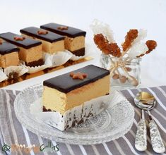 Prajitura Caramel de cofetarie Mousse, Romanian Desserts, Fancy Desserts, Vanilla Cake, Tiramisu, Cake Decorating, Bacon, Sweet Treats, Cheesecake
