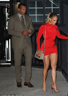 Jennifer Lopez, flaunts her incredible legs in red mini dress - Eye for detail: He added a matching tie and a corresponding button down shirt that showcased his o - J Lo Fashion, Fashion Outfits, Womens Fashion, Jennifer Lopez Legs, Vaquera Sexy, Mode Vintage, Beautiful Legs, Sexy Legs, Celebrity Style