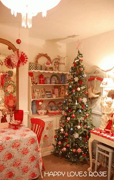 HAPPY LOVES ROSIE: Christmas at Happy's House...very cute vintage style