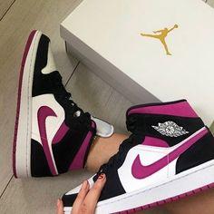 Cute Nike Shoes, Nike Air Shoes, Cute Sneakers, Shoes Sneakers, Jordan Shoes Girls, Girls Shoes, Souliers Nike, Mode Instagram, Nike Slippers