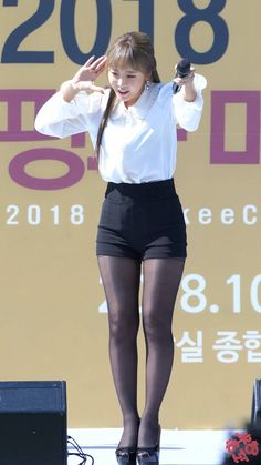 Pantyhose Outfits, Pantyhose Heels, Black Pantyhose, Black Tights, Sexy Asian Girls, Beautiful Asian Girls, Beautiful Legs, Fashion Tights, Tights Outfit