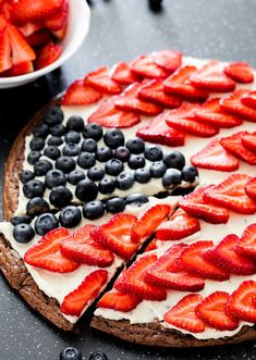 Red White and Blue Brownie Pizza - the perfect dessert for your of July celebration. A delicious brownie crust topped with a cream cheese frosting and loaded with berries! My sister in law made this and it was delicious! Patriotic Desserts, 4th Of July Desserts, Desserts To Make, Delicious Desserts, Dessert Recipes, Yummy Food, Dessert Ideas, Fruit Recipes, Dessert Bars