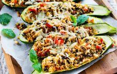 Välimerelliset täytetyt kesäkurpitsat ovat paitsi hyvännäköinen myös maistuva kasvisruoka koko perheelle.