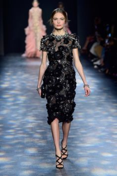 Marchesa desfila seus vestidos de sonho na Semana de Moda de Nova York