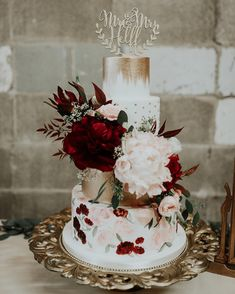 25 Beautiful Hand Painted Floral Wedding Cakes - Wedding NEW - Hochzeit Burgundy Wedding Cake, Floral Wedding Cakes, Fall Wedding Cakes, Elegant Wedding Cakes, Floral Cake, Wedding Cake Designs, Wedding Cake Toppers, Wedding Flowers, Wedding Cakes With Gold