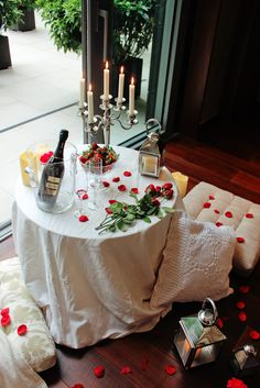 Romantic Dinner Tables, Romantic Dinner Setting, Romantic Date Night Ideas, Romantic Dates, Romantic Dinners, Romantic Room Decoration, Wedding Night Room Decorations, Birthday Room Decorations, Romantic Bedroom Decor