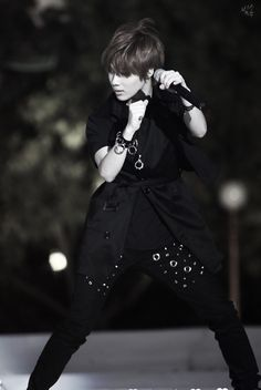 So . . . basically, I like a guy who can sing and dance. Yeah! That's pretty much the type of guy I would fall for instantly >x< my perfect wingless angel taemin ♥