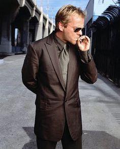 Kiefer Sutherland Smoking Cigarette
