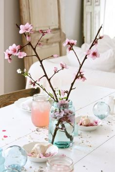 Bring the warm weather feel into your home with some interior design tips, like this beautiful flower décor!