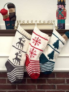 F775 Homestead Stocking Trio designed by Vanessa Ewing.  Free pattern from Plymouth Yarn.