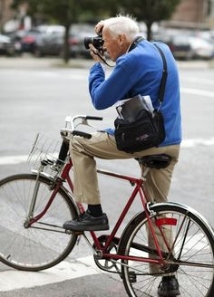 It's always fun to spot Bill Cunningham working his camera magic at #NYFW