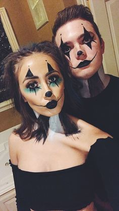 Halloween clown makeup Halloween Clown Make-up Halloween Clown, Cute Halloween Makeup, Halloween Makeup Looks, Couple Halloween Costumes, Halloween Couples, Simple Couples Costumes, Halloween College, Halloween Office, Halloween Photos