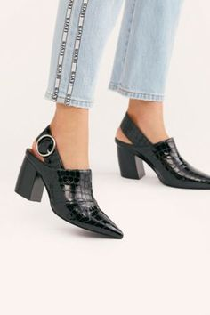 Shoes Heels Wedges, Heeled Loafers, Mules Shoes, Heeled Mules, Women's Mules, Narrow Shoes, Donia, Types Of Shoes, Beautiful Shoes