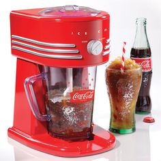 The Nostalgia Electrics Coca-Cola Frozen Beverage Maker all-in-one frozen drink machine will make perfect slush drinks, margaritas, daiquiris, smoothies and more. The two ice shaving options allow you to choose a fine or coarse shaved ice texture. Machine A Granita, Slush Machine, Margarita Machine, Slush Ice, Frozen Drink Machine, Ice Texture, Nostalgia, Smoothie Blender, Sodas