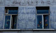 La Dernière Heure sur la façade d'un ancien vendeur de journaux (Uccle -Bruxelles -Belgique)