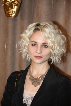 Tuppence Middleton with the same hair she displays as Riley in Sense8. Totally digging it! <3